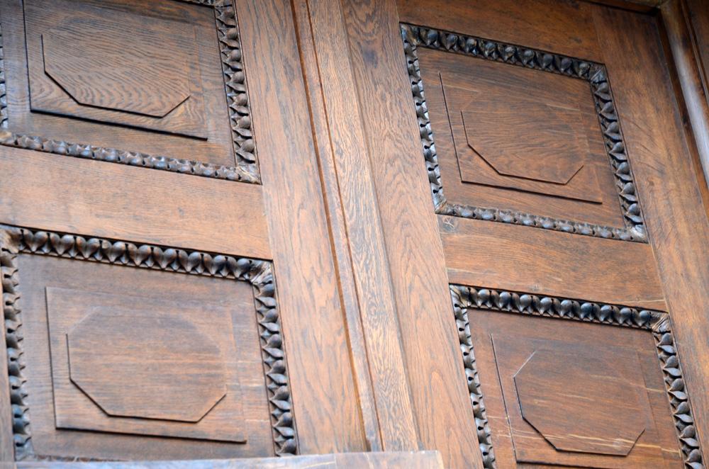 Restaurierung der Holztueren Supraporte im Endzustand.